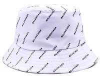 chapéus de palha planície flexível do verão venda por atacado-Moda De Luxo Designer De Balde De Couro Chapéu Para Homens Dobrável Tampas De Pesca Das Mulheres Negras Pescador Praia Sun Visor Sale Folding Homem Bowler Cap