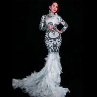vestido de fiesta de diamantes de imitación de plumas blancas al por mayor-Sexy mujeres Prom cumpleaños Celebran Vestidos Negro Blanco Rhinestones Largo Tren Vestido de Plumas Gogo Evening Wear DJ Costume DT943