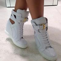 pitón de goma al por mayor-Zapatillas con estampado de pitón con cuña Mujer Suela de goma de cuero de alta calidad blanca con cadenas Zapatillas con cordones Tacones altos Botines de mujer