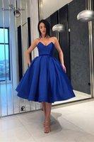 vestido drapeado corto azul real al por mayor-Royal Blue 2019 Vestidos de fiesta cortos Vestido de fiesta Con cuello en V Cremallera Volver Drapeado Satinado Vestidos de fiesta formales Vestidos De Fiesta Barato