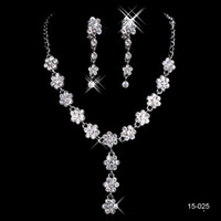 conjunto de joyas de novia perla al por mayor-La nueva joyería de estilo de joyería nupcial conjunto plateado aleación diamantes de imitación perlas cristalino encantador de la novia de la dama de honor del envío libre en 15025