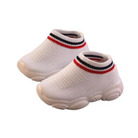 zapatos de deporte de verano para niños al por mayor-Diseñador de zapatos para niños pequeños Niños Niños Chicas Bebé Verano Niños Zapatillas de deporte Zapatillas de deporte para correr al aire libre Suave y transpirable Cómodo Bebé Niño
