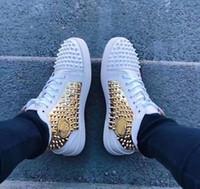 ingrosso scarpe da ginnastica nere-Sneakers basse rosse di alta qualità Spikes Flats Lace Up Sneakers da uomo Luxury Design Women Leisure Rosso-nero, White-gold Party / Bussiness / Dress