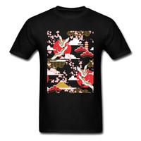 ingrosso pittura cielo rosso-Maglietta nera degli uomini della pittura del paesaggio della primavera Fiore della prugna Fiore rosso-incoronato Crane Flying In The Sky T-Shirt Fit Chic