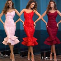 rote partykleidungsfrauen großhandel-Mermaid Pink Tea Length Damenmode Partykleider Short Sheath Lace Red Cocktail Partykleider Abendkleider