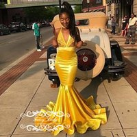 tops de corsé amarillo al por mayor-Oro amarillo de la sirena de satén vestidos de baile 2019 Top escarpada del cordón y falda de raso largo vestido de noche de la graduación para las mujeres del corsé Volver