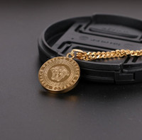 halskette für männer rock großhandel-Luxus Medusa Halsketten Circluar Männer Brief Gedruckt Gold Silber Cirlce Designer Halskette Mode Anhänger Hip Hop Rock Geschenke