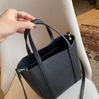 deri moda çantaları toptan satış-MINI Tasarımcı Çanta Lüks Çanta Çantalar Kadın Deri Marka Mektubu ile En Çok Satan Mini Çanta Sevimli Çanta Moda Bayanlar Boyutu 22 cm