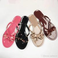 sandale à noeud plat rose achat en gros de-Grande vente nouvelle mode été femme pantoufles rivets sandales noeud noeud appartements filles clouté cool diapositives plage gelée chaussures