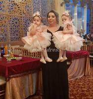 vestidos de niña de plumas al por mayor-2019 Lovely Pink Little Flower Girl Dresses Para Bodas Jewel Feather Bow Apliques Short Girls Pageant Dress Fiesta de cumpleaños para niños Vestidos