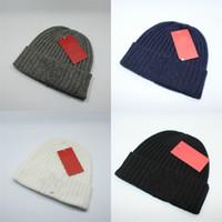 sombreros de lana blancos al por mayor-Invierno marca gorros para los amantes mantener caliente de punto sombrero gris negro blanco de lana sombreros esquí moda simple 15ds D1
