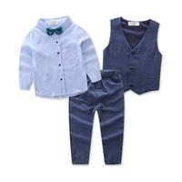 erkek parti elbiseleri toptan satış-Çocuk Giyim Yakışıklı çocuğun 4 adet Suit Uzun kollu Gömlek + yelek + Pantolon + Papyon Boys için Cloting Setleri Beyefendi Parti Elbise
