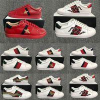 triple black sneakers for women بالجملة-2020 أحذية فاخرة الثلاثي أسود أبيض حذاء رياضة للرجل امرأة مصمم شقق سكيت أحذية عارضة النحل الأفعى الشريط ستار لوكس خمر اللباس أحذية