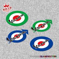 vespa kaskları toptan satış-PIAGGIO Vespa 946 GTS250 300 SPRINT PRIMAVERA 150 Italia UK Flag kask Motosiklet Motosiklet Etiket Plaka su geçirmez 20 için