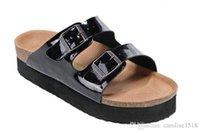 sandalet hakiki deri erkek yeni toptan satış-Yeni Ünlü Marka Arizona Erkekler S Düz Sandalet Ucuz Kadınlar Rahat ayakkabılar Erkek Çift Toka Yaz Plaj En Kaliteli Hakiki Deri terlik