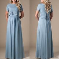 boho vestidos de noite venda por atacado-Azul Longo Modesto A Linha de Vestidos de Dama de Honra Com Mangas Curtas Lace Top Formal Vestidos de Noite Boho Vestido de Festa de Casamento