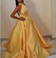 gelbe taschentasche großhandel-Elegante Robe De Soiree Muslimische Frauen A-Line Halfter Bodenlangen Langes Gelbes Abendkleid mit Taschen Vestido De Festa Sexy Satin Prom Kleider