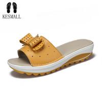 yeni platform flip flop'ları toptan satış-2018 Yeni kadın Terlik Inek Deri Kadın Flats Ayakkabı Platformu Takozlar Kadın Slaytlar Plaj Çevirme Yaz Ayakkabı Bayan 35-42 WS6