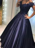 vestido de noche cuello plisado al por mayor-Apliques azul marino con cuentas vestidos de noche fuera del hombro satinado plisado formal baile de fin de semana vestidos por encargo