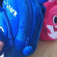 tatlı okul çantaları toptan satış-Chhildren Tatlı Mini Okul Çantası Karışık Renk alanında 2019 Yeni Sevimli Köpekbalığı Sırt Çantası Peluş Sevimli Polyester Karikatür Hayvan Omuz Çantası