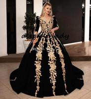 schwarzes abendkleid beige spitze großhandel-Black Velvet Ballkleid Ballkleider mit Goldglänzende SpitzeApplique 2020 Plus Size Langarm Kaftan Kaftan Arabisch Abendkleider tragen