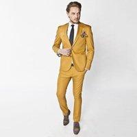 trajes de fiesta de color amarillo para los hombres al por mayor-Los hombres de Bight Yellow se visten con dos piezas (abrigo + pantalón). Novios casados con solapa puntiaguda. Dos botones.