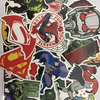 süpermen demir adam hulk batman toptan satış-Marvel Avengers Süper Kahraman DC Comic Araba Dizüstü Notebook Çıkartması Buzdolabı Kaykay Sticker Batman Superman Hulk Demir Adam logo