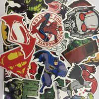 dc super héroes batman al por mayor-Marvel Avengers Super Hero DC Comic Car Laptop Laptop Decal Frigorífico Patineta Etiqueta Batman Superman Hulk Iron Man logo 100 unids / set