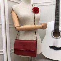 nuevos estilos clásicos de primavera al por mayor-2019 La belleza simple de la moda de la primavera nueva del lujo temprano estalló, tamaño clásico del estilo del diseño de la manera: los 22 * 15 * 5cm.