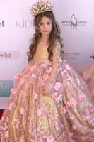 ingrosso vestiti di promenade dei sequin dei capretti-Stunning Blush 3D Floral Flowers Pageant Abiti 2019 Maniche lunghe oro paillettes tessuto bambini Toddlers Prom partito di sera ragazze di fiore vestito
