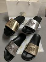 sandal terlik modeli toptan satış-Kutu ile altın gümüş erkekler ve bayan modelleri terlik tasarımcı lüks plaj terlik yaz düz sandalet terlik bayanlar tasarımcı slay ...