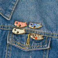 ingrosso bandiera giapponese-Koinobori Pesce Bandiera Pins Giapponese Koi Cartoon smalto pin Spille Distintivi Spille per uomo donna Cultura Gioielli
