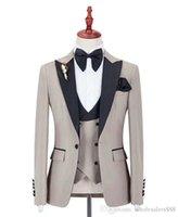 ingrosso cravatta d'argento nera-Abito Groomsmen su misura Beige Smoking dello sposo Picco nero Risvolto Uomo Abiti da sposa Best Man Sposo (Giacca + Pantaloni + Gilet + Farfallino)