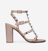 spitz besetzte sandalen großhandel-Designer spitze Zehe Nieten Lackleder Nieten Sandalen Frauen verzierte Riemchen Kleid Schuhe Valentine 10CM 6CM Absatzschuhe nn81