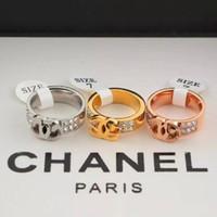 moda pulları toptan satış-Yeni Varış Toptan C Damga Marka Mektup Moda Stil Yüzükler Paslanmaz Çelik Çift sıra kırık elmas Yüzükler Kadınlar Için