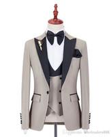 siyah kravat yelek toptan satış-Takım Elbise Custom Made Groomsmen Bej Damat Smokin Tepe Siyah Yaka Erkek Takım Elbise Düğün İyi Adam Damat (Ceket + Pantolon + Yelek + Papyon)