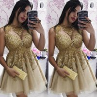 vestido de cóctel dorado de espalda abierta al por mayor-Vestidos de cóctel mini de encaje dorado sexy Vestidos de fiesta de graduación con cuentas de ilusión Vestido de fiesta corto en línea Vestido de cóctel con espalda abierta