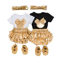 chaussures de coton pour bébé nouveau-né achat en gros de-Bébé fille vêtements 4pcs vêtements ensembles coton noir barboteuses doré volants Bloomers shorts chaussures bandeau vêtements nouveau-né