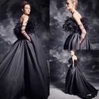 vestidos de fiesta de piel al por mayor-Sexy Major Fur Black Vestidos de baile 2019 Vestidos de fiesta de tren de barrido de satén sin tirantes Vestido formal de noche de graduación