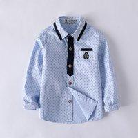 mavi gömlek beyaz polka noktalar toptan satış-Üniformalar Turn-down Yaka Mavi Beyaz Cepler Gömlek Pamuk Örgün Erkek Çocuklar için Polka Dot Klasik