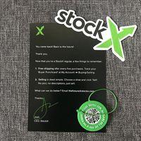 ingrosso adesivi circolari-All'ingrosso In magazzino X Green Circular Tag Rcode Sticker Flyer Card Authentic StockX Fibbia di plastica per scarpe Novità