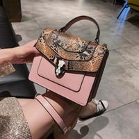 moda çanta mağazası toptan satış-Fabrika Outlet Marka Kadın Çantası Kişilik Yılan Derisi Kilit Çanta Moda Yılan Derisi Deri Zincir çanta Tatlı Sevimli Deri Messenger Çanta