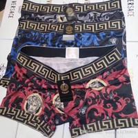 calzoncillos boxer de oro al por mayor-Nuevo Diseñador de lujo Ropa interior para hombres Algodón Moda Boxer sexy Pantalones planos Slip Ropa interior para hombres Ropa interior caliente G8Versace