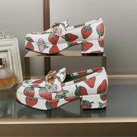 neue schuh europäische stile großhandel-Neue Leder High Heel Sandalen gedruckt Mode Kleid Schuhe Größe 35-41 European Station klassische heiße Art Damenschuhe