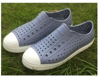 sandalias planas para mujer al por mayor-Womens Native Jefferson Shoes Sandalias 2019 Amantes de la moda Agujeros Marca de zapatos Flat Casual Native Summer Shoe size 35-44
