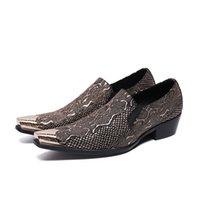 zapatos de acero con punta de los hombres al por mayor-Piel de serpiente Impreso Hombres Zapatos casuales Cuero genuino Punta puntiaguda de acero con punta de deslizamiento en hombres Mocasines de ocio Zapatos de moda