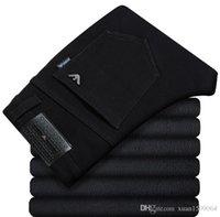 ingrosso pantaloni grandi-Jeans da uomo d'affari a gamba dritta in puro nero con grande marchio in velluto e ispessimento per scaldare la tendenza dei pantaloni da uomo slim