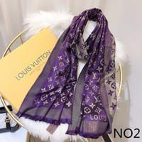 bufanda de invierno unisex al por mayor-Nuevo diseñador de moda bufanda de seda Venta caliente mujeres lujo primavera invierno chal bufanda marca bufandas tamaño aproximadamente 180x70cm 6 colores con opción de caja