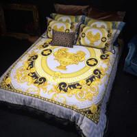 queen-quilt-set blau großhandel-High-End Luxus Royal Französisch Italien Design Rokoko Print Medusa Marke König Queen Size Quilts Weiß Blau Gold Hochzeit Bettwäsche-Sets