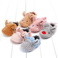 sıcak ayakkabılar hayvan bebeği toptan satış-Bebek Pamuk Ayakkabı Kış Sevimli Bebek Sıcak kaymaz Toddler Ayakkabı Hayvan Bebek Ayakkabıları Erkek ve Kız için Ücretsiz nakliye